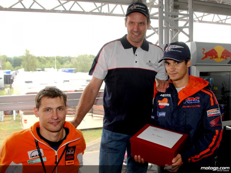 Pedrosa supports Wings for Life Spinal Cord Research Foundation