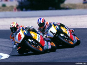 Alex Crivillé and Mick Doohan fighting for the 500cc title in 1996