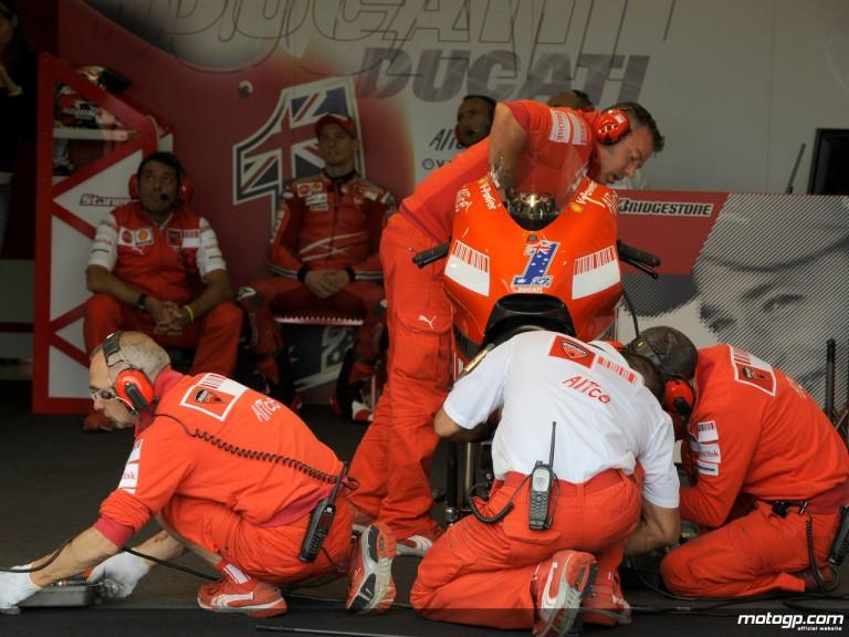 Casey Stoner´s crew prepare his Ducati Desmosedici GP08