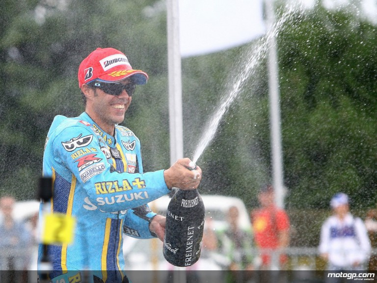 Loris Capirossi celebrates his first podium finish with Rizla Suzuki