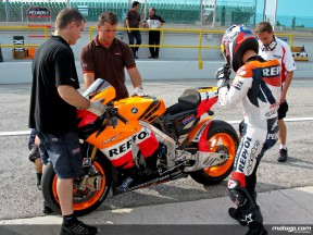 Dani Pedrosa debut run on Bridgestone tyres at Misano (pitlane)