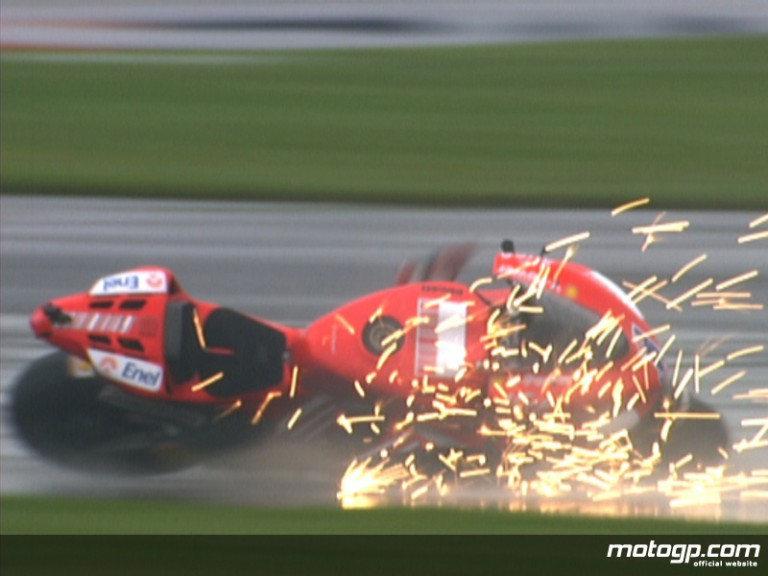 Casey Stoner crashes in the rain at Indianapolis