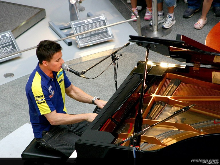James Toseland performing at Yamaha´s HQ in Iwata
