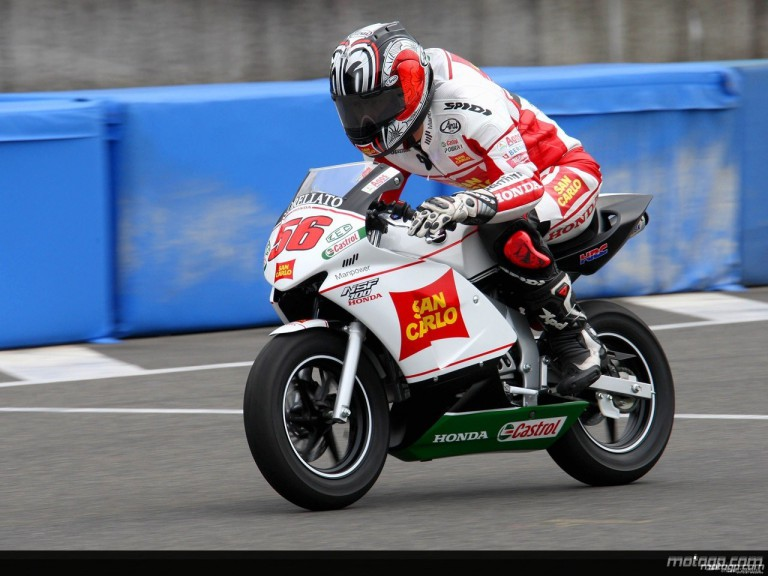 Shinya Nakano at the Motegi minibike race on the eve of the Japanese GP
