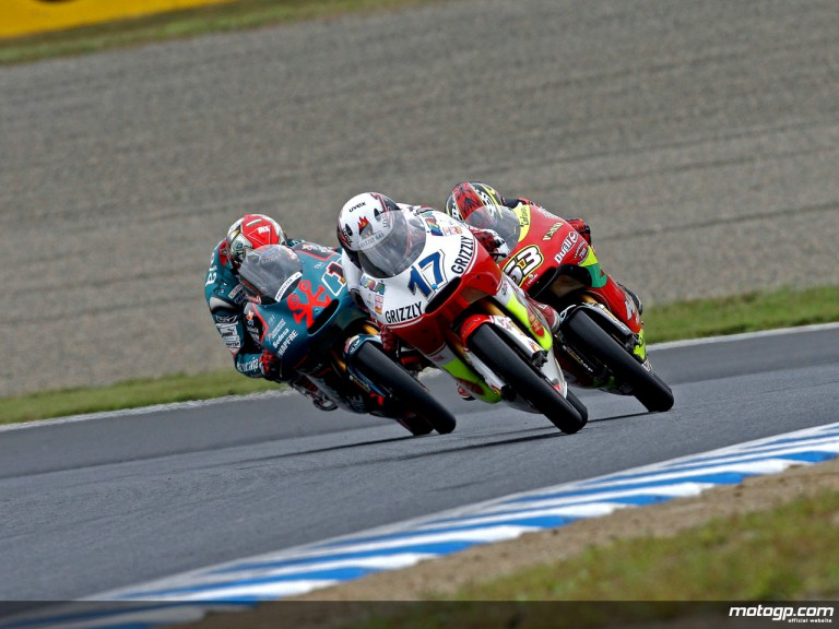 Stefan Bradl riding ahead of Mike di Meglio and Gabor Talmacsi in Motegi (125cc)