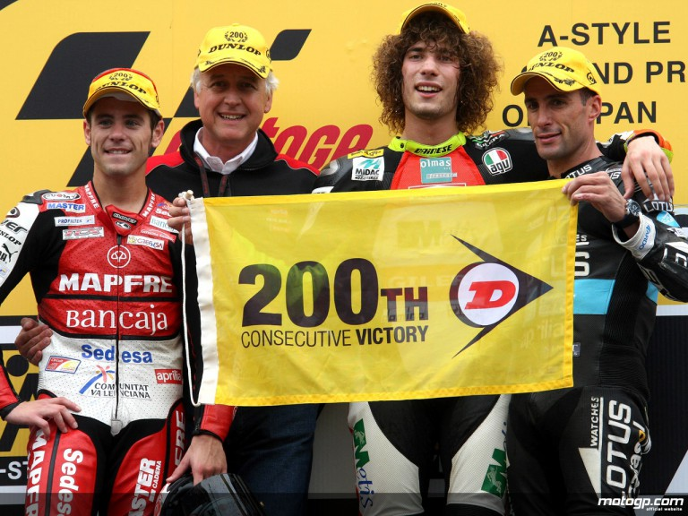 Bautista, Simoncelli and Debon with Dunlop manager Ferguson on the Podium at Motegi (250cc)