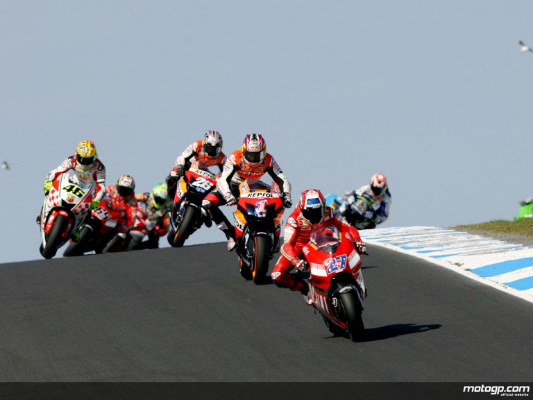 Casey Stoner riding ahead of MotoGP group in Phillips Island, 2007