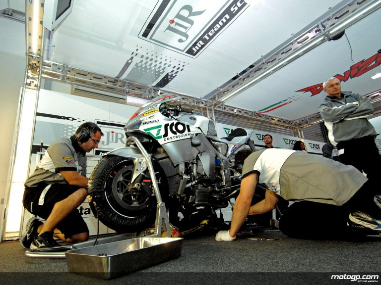 JiR Scot mechanics at work in garage