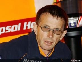 Chief Mechanic Pete Benson in the Repsol Honda garage
