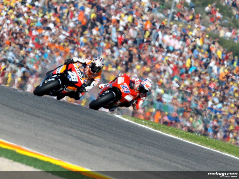 Dani Pedrosa riding ahead of Casey Stoner in Valencia, 2007