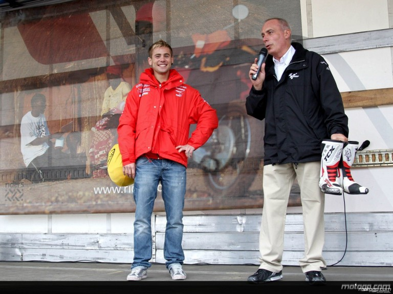 Alvaro Bautista auctions boots for Riders for Health