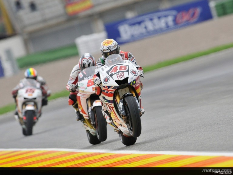 Jorge Lorenzo riding ahead of Shinya Nakano and Alex de Angelis in Valencia
