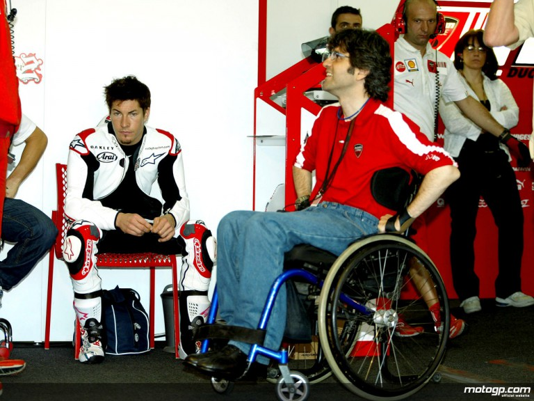 Nicky Hayden in the Ducati Marlboro box alongside Filippo Preziosi
