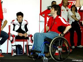Nicky Hayden in the Ducati Marlboro box alongside Filippo Preziosi
