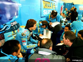Chris Vermeulen with Suzuki staff in the garage