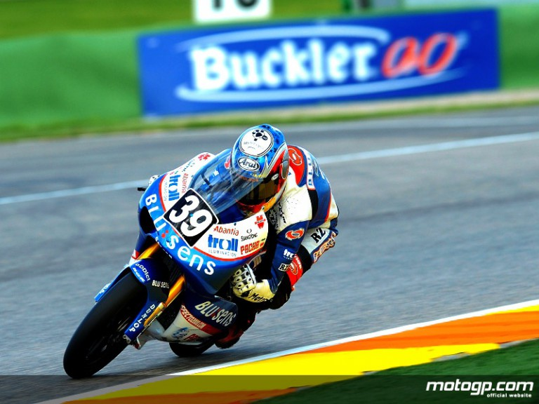 Luis Salom on his way to victory in Valencia