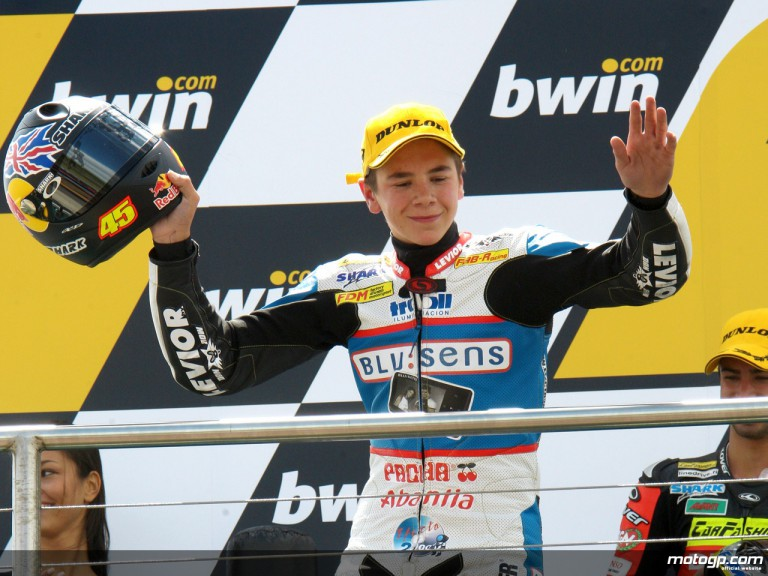Scott Redding on the podium at Donington (125)