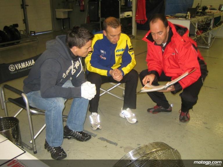 James Toseland alongside new crew chief Gary Reinders and Bridgestone field engineer Peter Baumgartner
