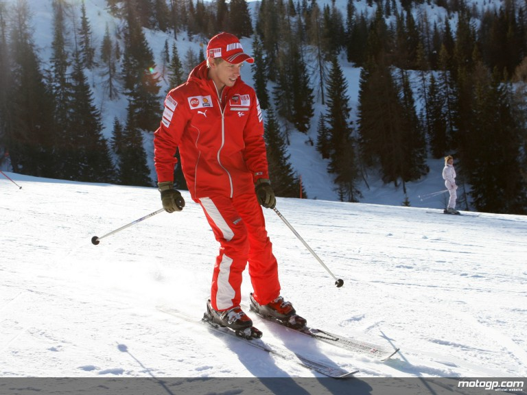 Casey Stoner plays it cool on Italian slopes