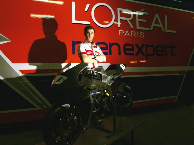 Fonsi Nieto with L´Óreal Laglisse Moto2 bike
