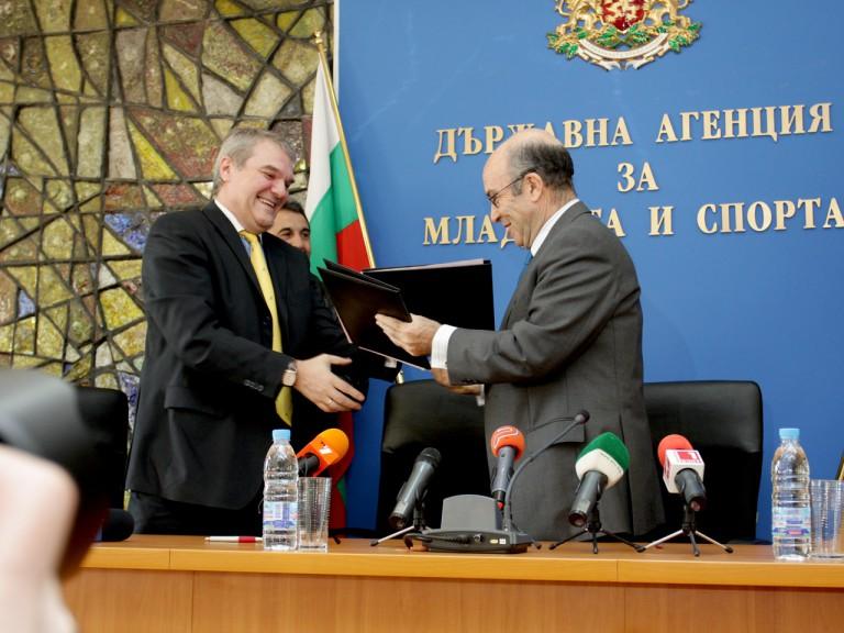 Dorna CEO Carmelo Ezpeleta meets with Bulgarian officials