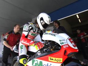 Simoncelli comes out on top in 250cc class once again