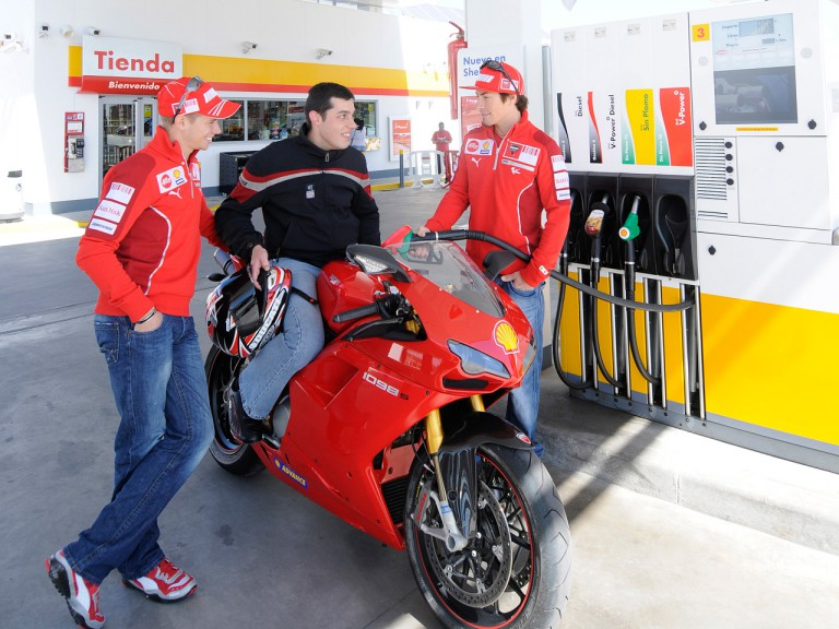 Casey Stoner and Nicky Hayden make a pit stop in Madrid