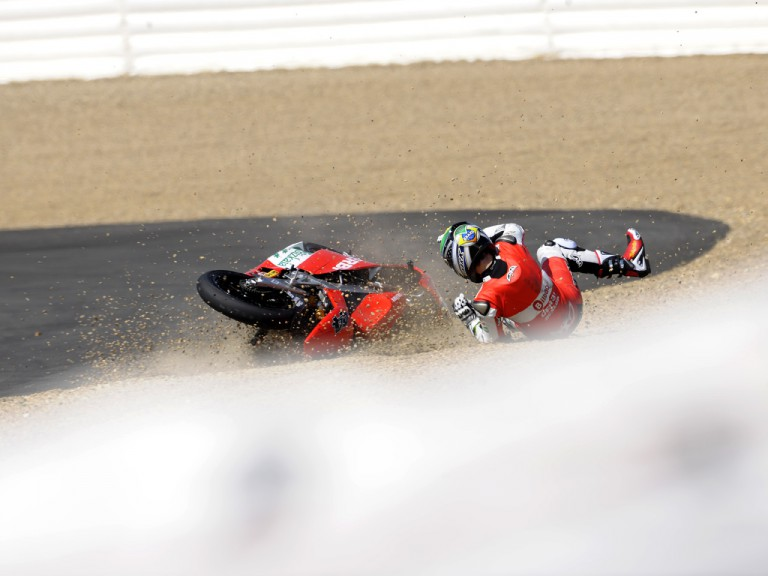 Pol Espargaró crashes at Officiail MotoGP Test