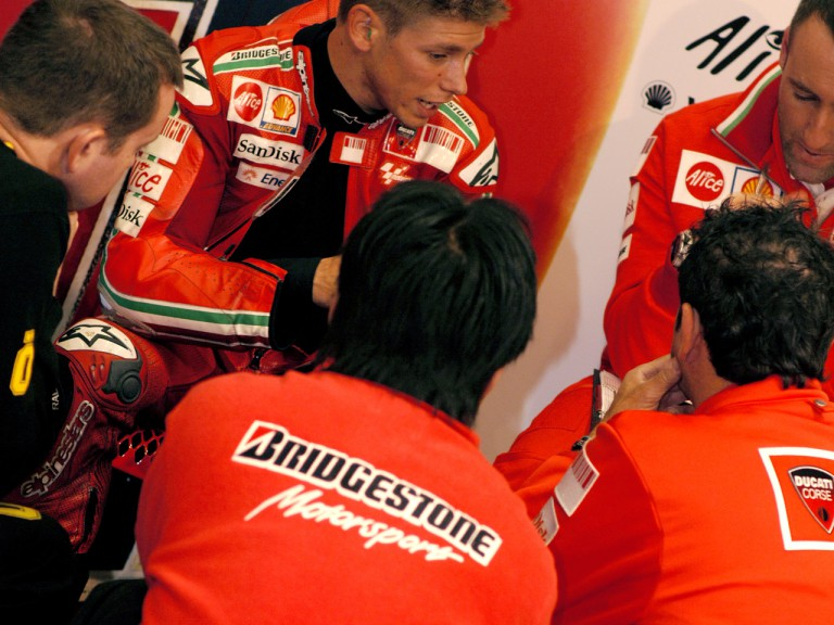 Bridgestone technics with Stoner in the Ducati garage