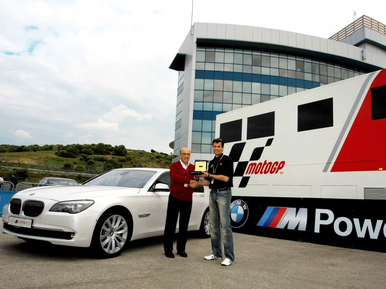 Carmelo Ezpeleta receives 2009 BMW 750i