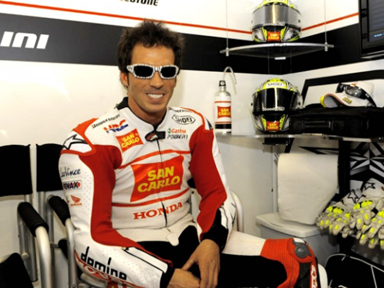 Toni Elias in the San Carlo Honda garage