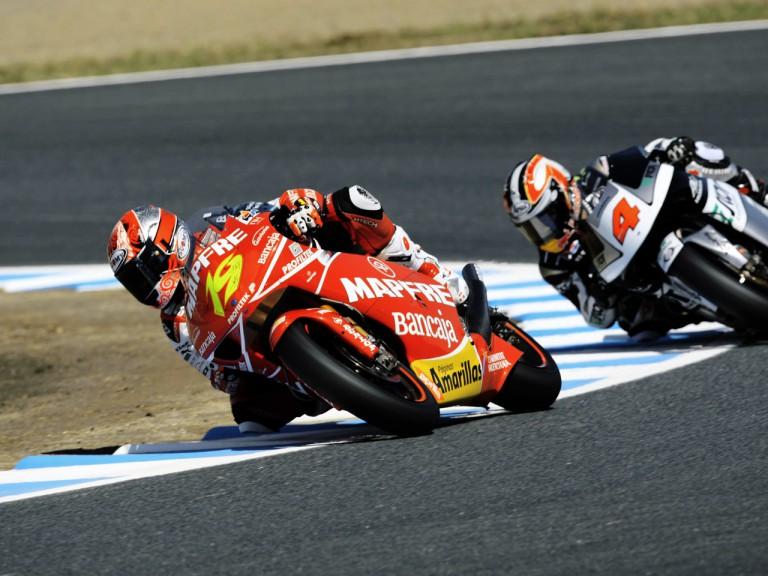 Alvaro Bautista riding ahead of Aoyama Hiroshi in Motegi