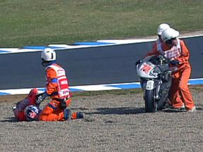 Nicky Hayden and Yuki Takahashi crash in Japan race