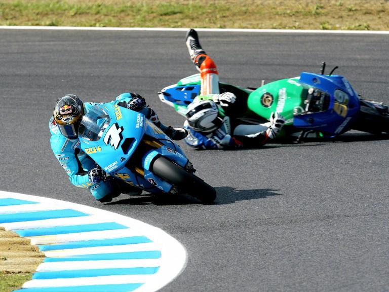Sete Gibernau crashes during MotoGP race in Motegi