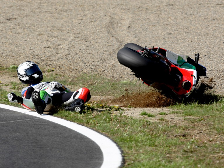 Sete Gibernau crashes during MotoGP race in Motegi