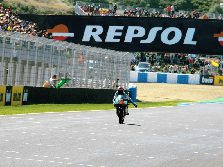 Bradley Smith wins 125cc race in Jerez