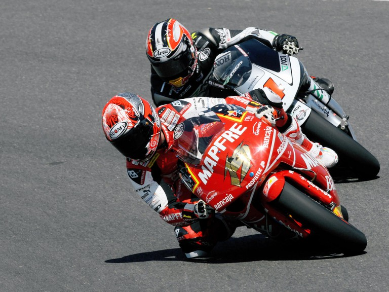 Alvaro Bautista and Aoyama Hiroshi in action in Jerez
