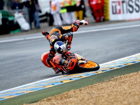Cameron Beaubier crashes during 125cc race in Le Mans
