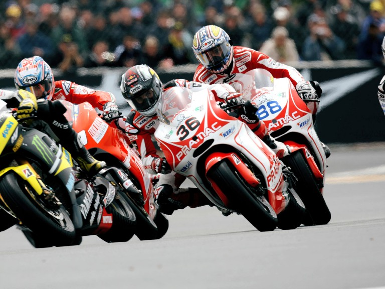 Mika Kallio, Nicky Hayden and Niccoló Canepa in action in Le Mans