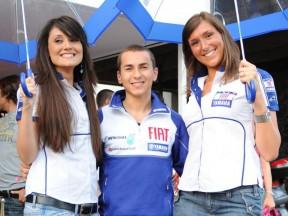 Jorge Lorenzo and the winners of the Umbrella Girl 2009 contest