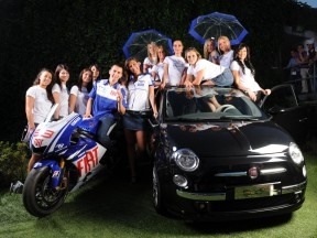 Jorge Lorenzo and the finalists of the Umbrella Girl 2009 contest