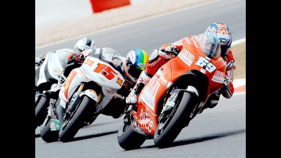 Nicky Hayden riding ahead of MotoGP group in Montmeló