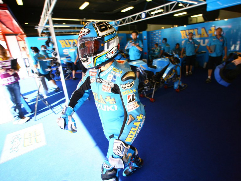 Loris Capirossi leaving the Rizla Suzuki garage