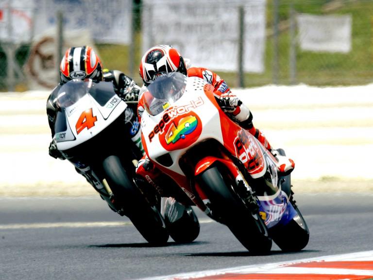 Héctor Barberá riding ahead of Aoyama Hiroshi in Montmeló