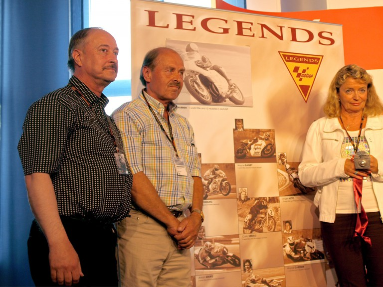 Saarinen's brothers and widow receive the MotoGP Legend medal