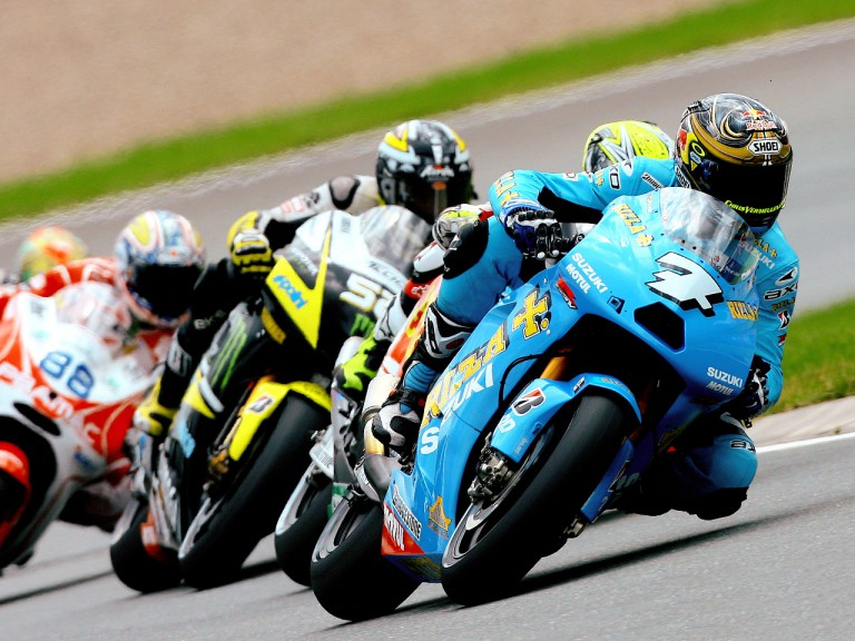 Chris Vermeulen ridng ahead of MotoGP group in Sachsenring