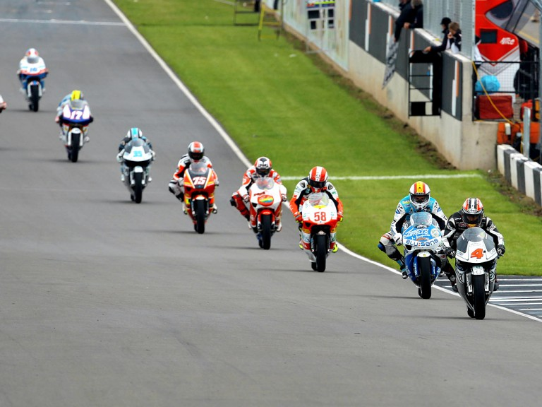 Hiroshi Aoyama riding ahead of 250cc group in Donington