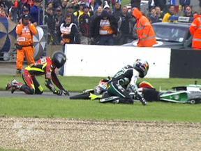 Multiple crash during 125cc race in Donington Park