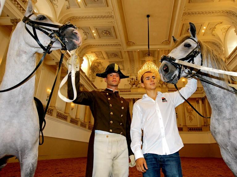 Lorenzo visits Spanish Riding School in Vienna
