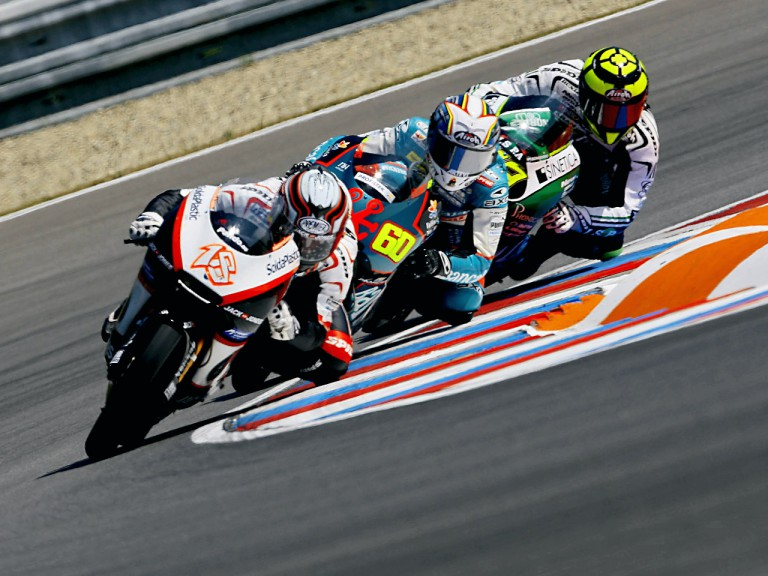 Terol riding ahead of Simón and Iannone in Brno